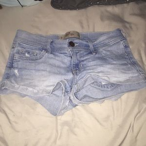 Hollister light wash jean shorts💙